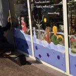 Le Petit Prince en décoration de vitrine de Noël