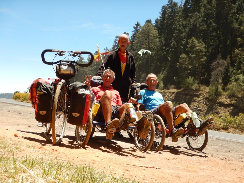 Le 2 avril 2016, le trio dans la région de Santa Rita Tlahuapan au Mexique
