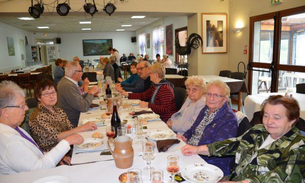 Repas au château au club des ainés ruraux