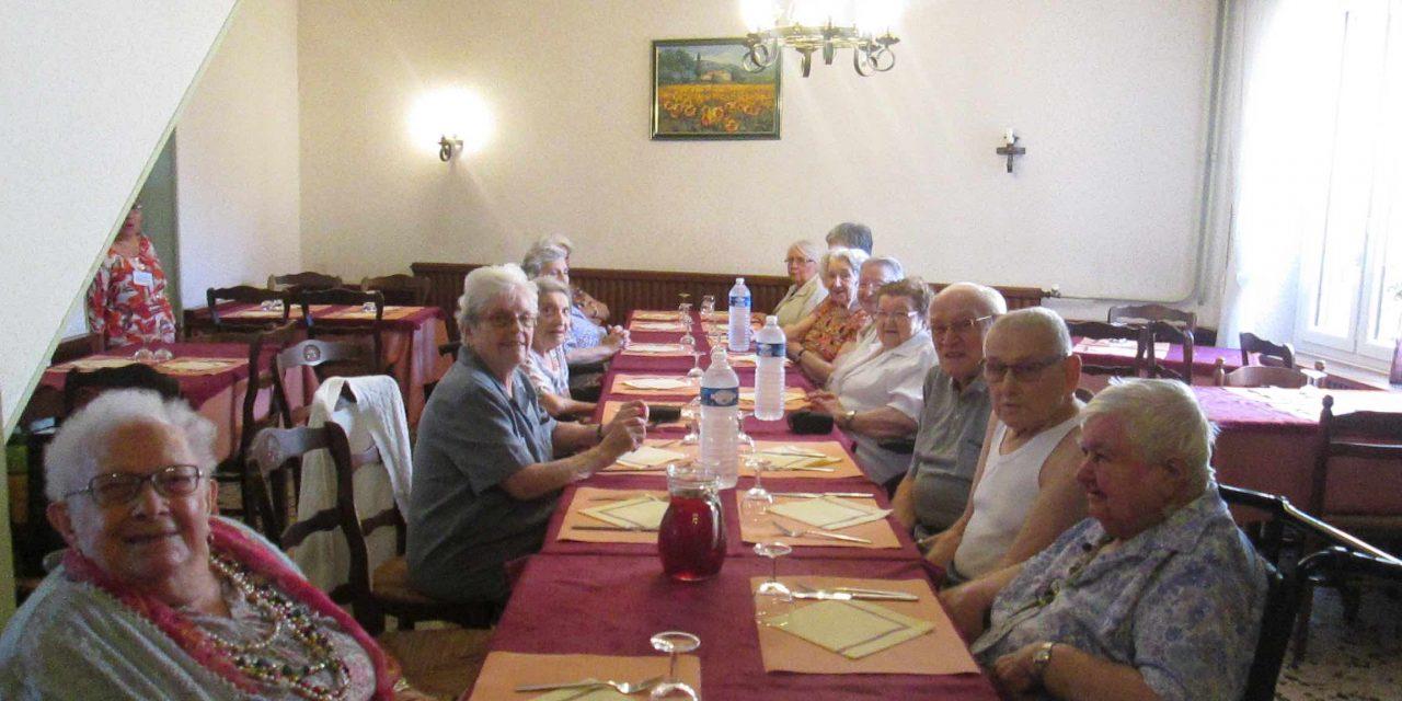 17 convives au Relais de la Route Bleue avec Arc en Ciel